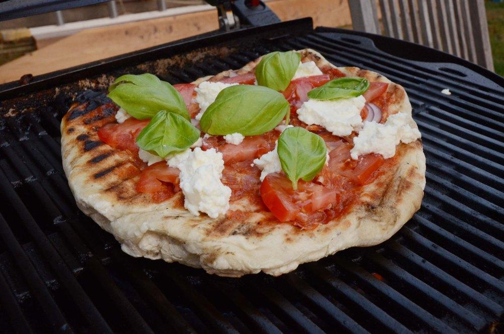 bbq_summer_pizza7.jpg